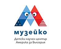 muzeiko_logo_digital_bg_blue_v-small