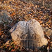 Камък със стилизиран кръст